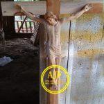 Salib Patung Yesus