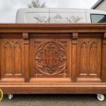 desain meja altar gereja katolik simple
