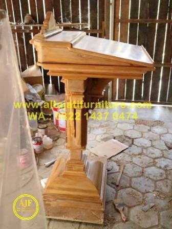 Mimbar Podium Gereja Katolik