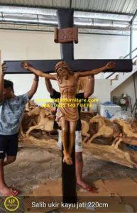 Ukiran Patung Salib Yesus