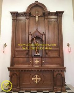 Tabernakel gereja Katolik kayu