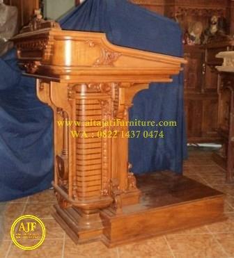 podium khotbah gereja katolik