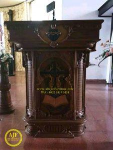 Mimbar Gereja Hati Kudus