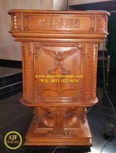 Mimbar Gereja Katolik Ukiran