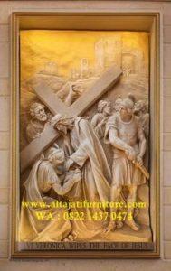 ukiran relief jalan salib