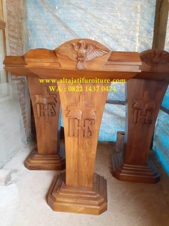 podium gereja katolik