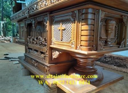 meja altar katolik